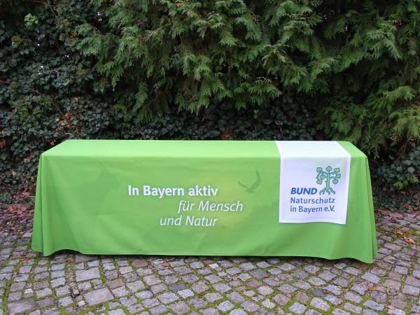 Tischdecke mit BN-Logo und Tiersilhouetten